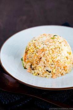 With just a handful of ingredients – leftover rice, salted salmon, eggs and scallions, you can cook up this delicious one-pan Salmon Fried Rice. Plenty of flavor to a meal in under 30 minutes. #salmon #friedrice | Easy Japanese Recipes at JustOneCookbook.com Salmon Fried Rice, Salmon And Rice, Salmon Eggs, Baked Salmon, Rice Dishes, Food Dishes, Rice Bowls, Ingredients For Fried Rice, Japanese Fried Rice