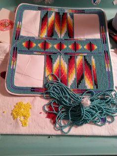 Wallet Native Beadwork, Native American Beadwork, Beaded Purses, Beaded Bags, Beaded Jewelry, Beading Projects, Beading Tutorials, Seed Bead Patterns, Beading Patterns