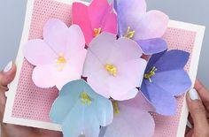 Utiliser des carrés de 6X6 pour la fleur. DIY Blooming Flowers Card | Real Moms
