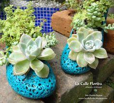 Melissas ou qualquer sapato velho pode virar um vaso, e ficar assim lindo e unico no seu jardim. Veja mai idéias no blog  www.lacalleflorida.blogspot.com