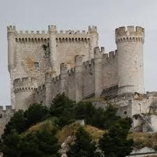 CASTLES OF SPAIN (2) - Peñafiel Castle is situated in the village of Peñafiel in the Valladolid province in Spain. An older fortress once stood here as it was an important point on the line of defence of the river Duero, for both Christians and Moors, during the 9th and 10th centuries.