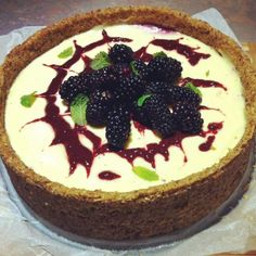 Recipe Blackberry Cheesecake (sugar and grain free) by Thermie and Louise - Recipe of category Desserts & sweets Sweets Recipes, Real Food Recipes, Healthy Recipes, Blackberry Cheesecake, Gluten Free Cheesecake, Thermomix Desserts, Savory Snacks, Food N, Grain Free