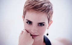 emma watson pixie… Love this - New Site Very Short Haircuts, Round Face Haircuts, Hairstyles For Round Faces, Hairstyles Over 50, Pixie Hairstyles, Pixie Haircut, Emma Watson Pixie, Short Hair Cuts For Round Faces, Ema Watson