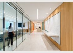DLA Piper moved to Miami as a gateway to Latin America and as a financial center for clients with business interests abroad. The new office. Corporate Interiors, Office Interiors, Dla Piper, Interior Walls, Interior Design, Corridor Lighting, Wood Wall Shelf, Open Office, Workplace Design