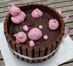 Pigs in a hot tub cake