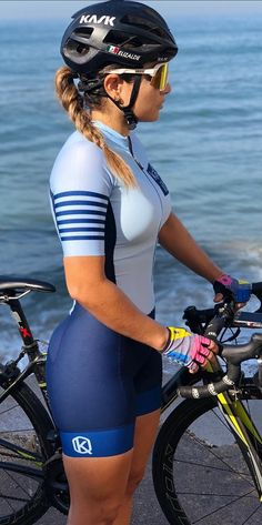 Cycling Girls, Female Cyclist, Composting Toilet, Triathlon, Wetsuit, Biker, Gifs, Tights, Spandex