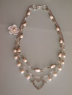 Romantic Pearls: VIVE LA VIDA. Handmade necklace of cultured pearls. Collar de perlas cultivadas hecho a mano. Elegante, chic, vintage, elegance.