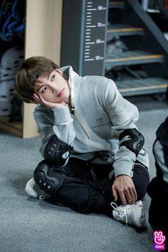 Read Taehyung from the story BTS Pics & Gifs by -_milkgguk_- (Jungkook with 327 reads. Bts Taehyung, Kim Namjoon, Bts Bangtan Boy, Bts Boys, Jung Hoseok, Bangtan Bomb, Daegu, Foto Bts, Bts Photo
