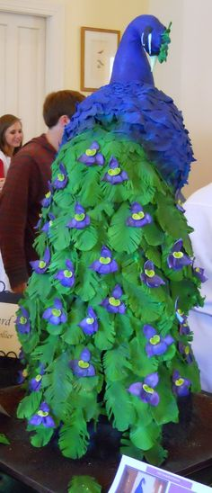 Yes, that is a peacock cake. Incredible.