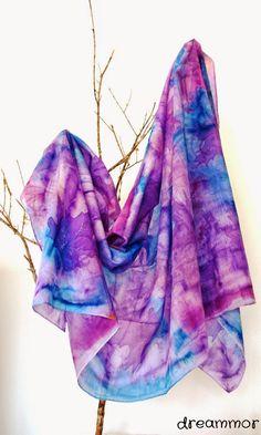 Chal en seda y algodón pintado a mano.