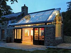 Glass roof and stone walls -wow! Farmhouse Extension - Jeff Kahane & Trombé Ltd Extension Veranda, Glass Extension, Cottage Extension, Modern Exterior, Exterior Design, Architecture Design, Casas Containers, Glass Room, Listed Building