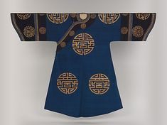 """Woman's Robe with """"Longevity"""" Medallions Period: Qing dynasty Date: century Culture: China Medium: Silk and metallic thread. Oriental Fashion, Asian Fashion, Women's Fashion, Dynasty Clothing, Chinese Embroidery, Chinese Clothing, Textiles, Blue Coats, Qing Dynasty"""