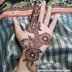 Girls paint their hands and legs with lovely and pretty new mehndi designs. These stunning mehndi designs are perfect for everybody. Mehndi Designs For Girls, Bridal Henna Designs, Mehndi Style, Mehndi Patterns, Hand Mehndi, Beautiful Mehndi Design, Cute Girl Drawing, Circular Pattern, Actress Anushka