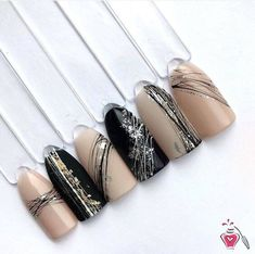 The advantage of the gel is that it allows you to enjoy your French manicure for a long time. There are four different ways to make a French manicure on gel nails. Manicure Nail Designs, Nail Manicure, Nails Design, Beige Nails, Black Nails, Glitter Gel Nails, Stiletto Nails, Ongles Beiges, Gel Nails French
