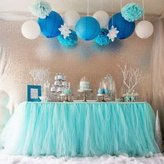 Beat the summer heat with a Frozen Wonderland party, complete with snowflakes... and of course, Elsa! via @sweetjellyparties