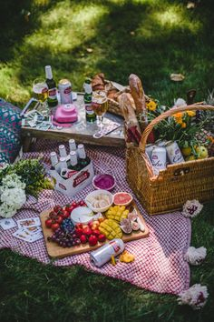Savoring Everyday Moments with Stella Artois Joie de Biere Outdoor Picnic Summer picnic Stella Artois Backyard Picnic, Beach Picnic, Summer Picnic, Night Picnic, Summer Beach, Stella Artois, Comida Picnic, Cute Date Ideas, Gift Ideas