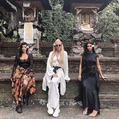 Kourtney Kardashian, Khloe Kardashian y Kim Kardashian West en Bali Kim Kardashian Sisters, Koko Kardashian, Kardashian Beauty, Estilo Kardashian, Kardashian Family, Kardashian Style, Kardashian Jenner, Kylie Jenner, Girls Night