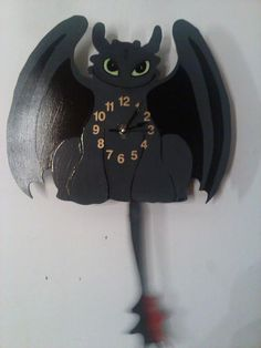 Toothless How to train your dragon pendulum clock for childrens bedroom, nursery and play area Zahnlos So trainieren Sie Ihre . How To Train Dragon, How To Train Your, Croque Mou, Dragon Nursery, Hiccup And Toothless, Httyd 3, Pendulum Clock, Dragon Rider, Night Fury