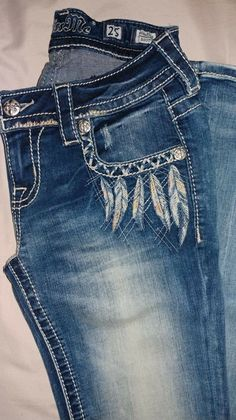Jeans handbag, all pockets with function, bag is very stable Length can be individually adjusted and is easily can be shortened with a knot. Diy Jeans, Cute Jeans, Women's Jeans, Bling Jeans, Cowgirl Jeans, Painted Jeans, Painted Clothes, Cute Country Outfits, Cute Outfits