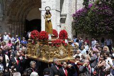 Salida en procesión de La Magdalena, Llanes.