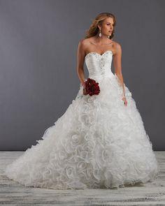 Sleeveless Sweetheart Organza Ball Gown Wedding Dress - USD $359.99
