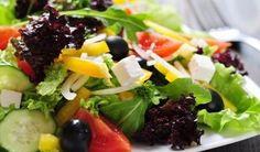 Salade d'endives et de poivrons rouges au fromage de chèvre.