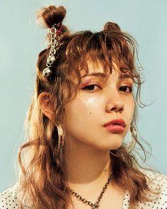 アンテナのようなアイコニックなアレンジにキュン詳しいヘアアレンジ方法はNYLON.JPでプロセスムービーをチェック September issue P060 NEW HAIR - DO http://ift.tt/2wgsmeO model @tgcknn1128 hair @konnonaoya #nylonjapan #nylonjp #beauty #hair #hairarrange #grange #badgirl #SHACHU #naoyakonno #process #howto #beautycode #caelumjp via NYLON JAPAN MAGAZINE OFFICIAL INSTAGRAM - Celebrity Fashion Haute Couture Advertising Culture Beauty Editorial Photography Magazine Covers Supermodels Runway Models