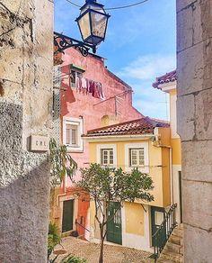 Alfama, Lisboa Porto Portugal, Visit Portugal, Portugal Travel, Spain And Portugal, Portuguese Culture, Travel Illustration, Azores, Algarve, Travel Around The World