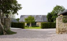 John Minshaw lives with his wife Susie in an elegant Town House in the middle of London. John transformed a cluster of dilapidated manor-barn in Oxfordshir