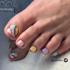 Looking for new and creative toe nail designs? Let your pedi always look perfect. We have a collection of wonderful designs for your toe nails that will be appropriate for any occasion. Be ready to explore the beauty and endless creativity of nail art! Pedicure Colors, Manicure And Pedicure, Fall Pedicure, Pedicure Spa, Summer French Nails, Summer Nails, Cute Pedicures, Pastel Nails, Toe Nail Designs