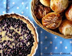 Kääpiölinnan köökissä: Keep on baking it! - leipomapäivän kardemummainen mustikkapiirakka