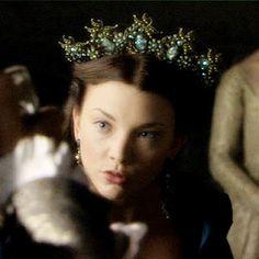 ~Dragonfly Tiara~  Natalie Dormer as  Anne Boleyn ~The Tudors  I neeeeed this!