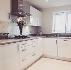 on Insta Web Viewer Modern Kitchen Cabinets, Kitchen Cabinet Design, Kitchen Ideas, Home Decor Shops, Home Decor Items, Ivory Kitchen, Sweet Home, Home Repairs, Decorating Your Home