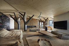 Aj interiér môže byť náročným zadaním. Tomuto dominujú dynamické formy a prírodné materiály.