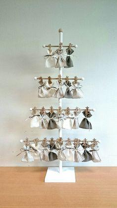 """Calendrier de l'avent """"Couture"""" DIY Plus - Christmas Pins 2019 Felt Advent Calendar, Advent Calenders, Christmas Calendar, Diy Calendar, Christmas Makes, Simple Christmas, Christmas Diy, Christmas Decorations, Christmas Sewing"""