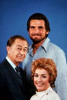 """Marcus Welby, M.D."" Robert Young, James Brolin, Elena Verdugo 1971 ABC"