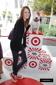 Emma Stone wearing Converse Canvas Low-Top Sneakers.
