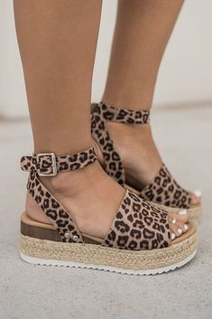 """Leopard Or Not"" Flatform Sandalen - Women's fashion - Shoes Cute Sandals, Wedge Sandals, Shoes Sandals, Heeled Sandals, Leopard Sandals, Strappy Shoes, Flatform Sandals Outfit, Shoes Sneakers, Simple Sandals"