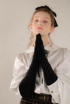 #시눈 #sinoon #데일리룩 #데일리코디 #디자이너브랜드 #koreabrand #걸리쉬 #로맨틱 #러블리 #lovely #romantic #girlish #ootd #collection #2018fw #18winter #dailylook #lookbook #원피스 #블라우스 #스커트 #skirt #blouse  #cute #lovelymood #romanticmood #cuteblouse #dotblouse #checkskirts #tartancheck #tartanskirts #velvetskirt #velvet #whiteblouse #벨벳스커트 #체크스커트 Character Outfits, Ulzzang Girl, Business Fashion, Fashion Outfits, Womens Fashion, Editorial Fashion, Fashion Photography, Poses, Street Style