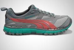 Przeznaczenie: Damski but terenowy z nieprzemakalną membraną Gore-TEX®, zapewniającą ochronę i komfort nawet w najtrudniejszych warunkach. Polecany biegaczkom poszukującym wygodnego obuwia, które pozwoli zachować kontrolę i przyczepność podczas crossów czy biegów przełajowych. Rodzaj stopy: neutralna/pronująca.Charakterystyka biegowa:Podeszwa środkowa została wykonana w sposób jednoczęściowy z lekkiej i trwałej, amortyzującej pianki Faas Foam . Spadek między piętą a przodostopiem - 4 ...