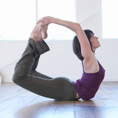 Yoga postures for Polycystic ovary syndrome. Take a look at these different yoga poses to practice daily to combat PCOS. Yoga Inspiration, Fitness Inspiration, Yoga Sequences, Yoga Poses, Yoga Caliente, Yoga For Pcos, Fertility Yoga, Bow Pose, Advanced Yoga