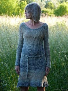 to 100%, bawełniana włóczka do kupienia w  sklepie Kokardka .  Na tą sukienkę potrzebowałam 6 motków  w kolorze lnu nr 248 .  Jasną nitk...