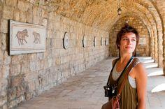 woman-tourist-camera-beiteddine-palace-in-lebanon.jpg (600×398)