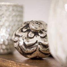 Silberne Weihnachtskugel Kitsch, Vase, Home Decor, Minimalism, Home Decor Accessories, Christmas, Dekoration, Decoration Home, Room Decor