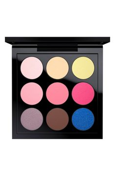 This cool and bright MAC eyeshadow palette makes it easy to create a variety of day and night looks.