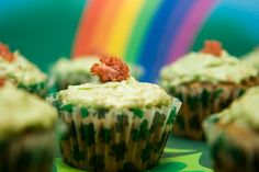 Corned Beef and Cabbage Cupcakes: A Savory St. Patrick's Day Cupcake - from Cupcake Project Savory Cupcakes, Cream Cheese Cupcakes, Cupcake Flavors, Yummy Cupcakes, Cupcake Recipes, Corned Beef, Irish Recipes, Beef Recipes, Yummy Recipes