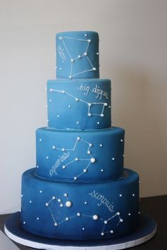 ombre blue constellation wedding cake with white decor Gateau Baby Shower, Baby Shower Cakes, Fancy Cakes, Cute Cakes, Pink Cakes, Camping Theme Cakes, Navy Blue Wedding Cakes, Cake Wedding, Wedding Blue
