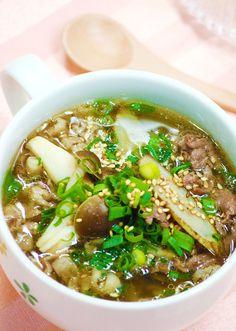 ダイエット中に肉!?YES肉っ!特に運動した日や筋肉を付けたい人にはオススメなんです牛には「カルニチン」という栄養が多く入っていて脂肪燃焼の促進や筋肉や疲労の疲れを取ってくれますまた、繊維には不溶性、水溶性2つあり、お通じには両方が必要!それがきのこと牛蒡き Wine Recipes, Asian Recipes, Soup Recipes, Cooking Recipes, Ethnic Recipes, Healthy Soup, Healthy Recipes, Daily Meals, International Recipes