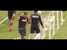 Vaya susto se llevó Diego Simeone con balonazo de Fernando Torres - YouTube