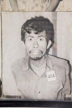 Неизвестный заключенный подозреваемый в преступлениях против режима Пол Пота в лагере смерти. Камбоджа. 1975-1978 гг.